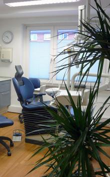 Behandlungsstuhl der Zahnarztpraxis in Barmbek